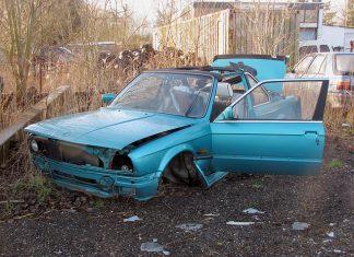 Overheids spekt staatskas met premie autoverzekering