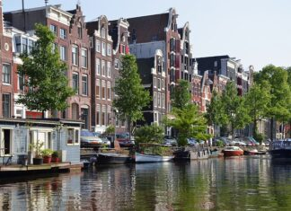 Gemeente Amsterdam hangt maximumprijs aan nieuwbouwwoningen in middensegment