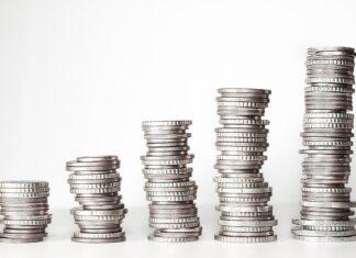 Topmannen bij verzekeraars laten zich onbekommerd forse salarisverhogingen uitbetalen