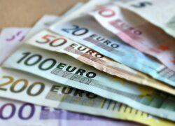 Financiële sector bungelt onderaan bij loonsverhogingen