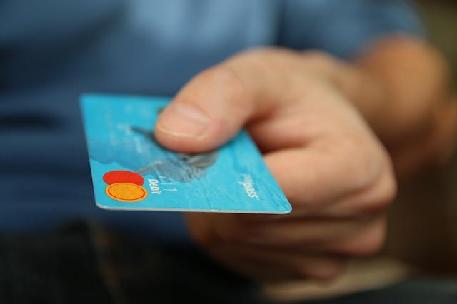 Aantal contante betalingen neemt gestaag af