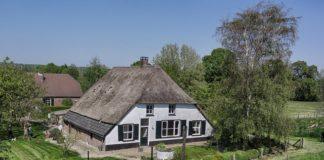 Univé geeft code rood af voor woningen met rieten dak en houtkachel