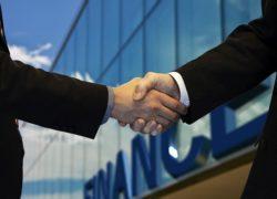 Private beleggers kopen kleine verzekeringskantoren goedkoop op