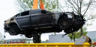 Een brandende elektrische auto: hoe gevaarlijk is dat?