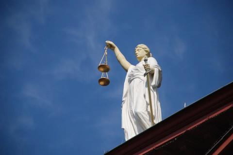 rechtsbijstand dreigt onbereikbaar te worden door verruiming vrije advocaatkeuze